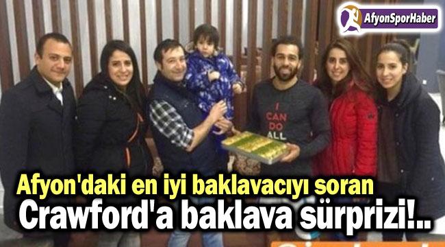 TARAFTARDAN CRAWFORD'A BAKLAVA SÜRPRİZİ!..